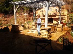 patio--flag-outdoor-kitchen-rock-pirate-asheville-stone-mason-rock